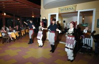 Golden-Bay-taverna-Cretan-dance