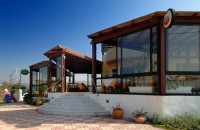 Golden-Bay-taverna-outside2